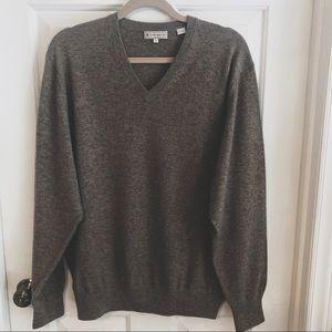 Peter Millar cashmere v neck sweater size large